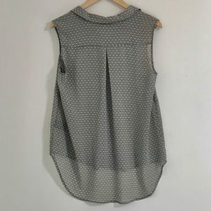H&M Tops - H&M cream and black sleeveless blouse - size 10